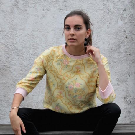 Sweatshirt jaune pastel imprimé baroque