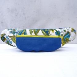 Sac banane bleu et tapisserie